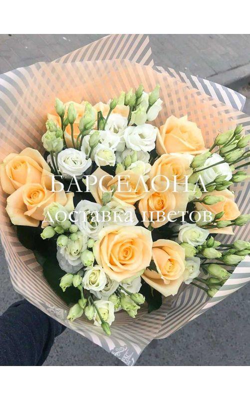 Букет из кремовых роз и Эустомы