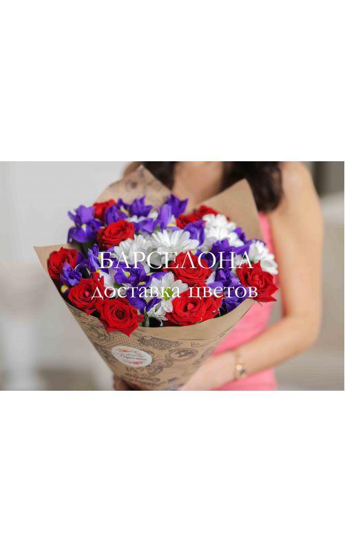 Букет из роз ирисов и хризантем
