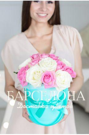 15 белых и розовых роз бирюзовой коробке