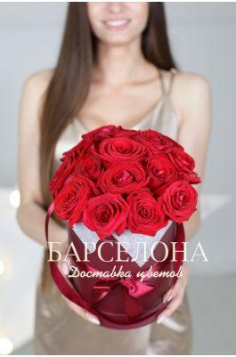 15 красных роз в бордовой шляпной коробке