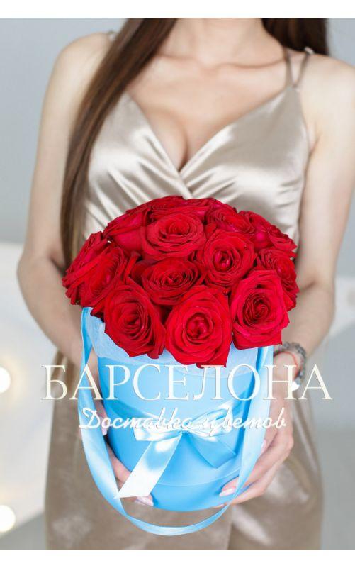 15 красных роз в бирюзовой шляпной коробке