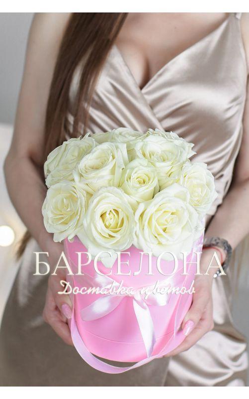 15 белых роз в розовой шляпной коробке