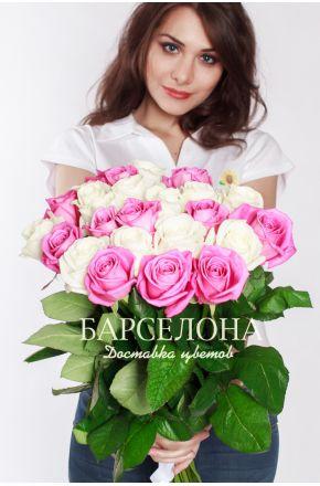 25 Белых и розовых роз 50 см.