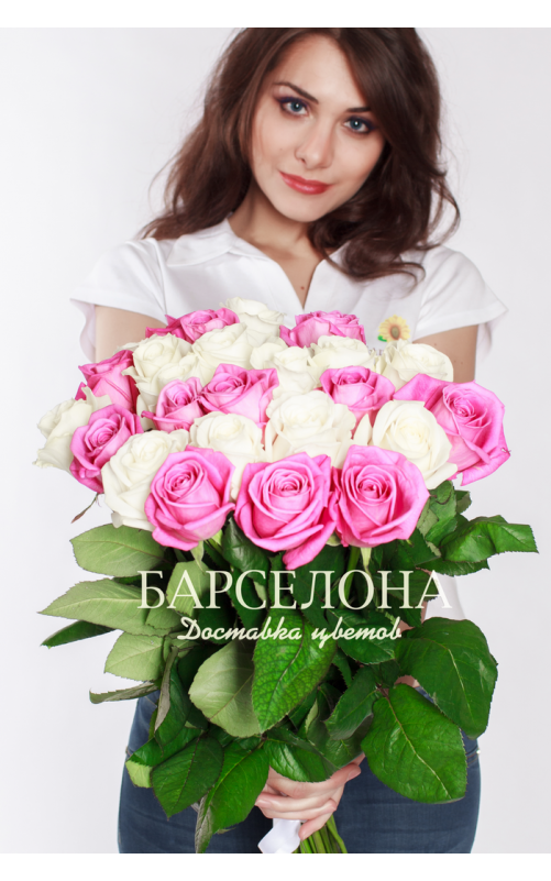 25 Белых и розовых роз 60 см.