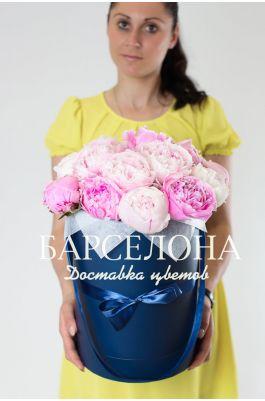 Шляпная коробка из 17 розовых пионов
