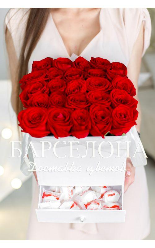 25 красных роз и раффаелло в белой коробке