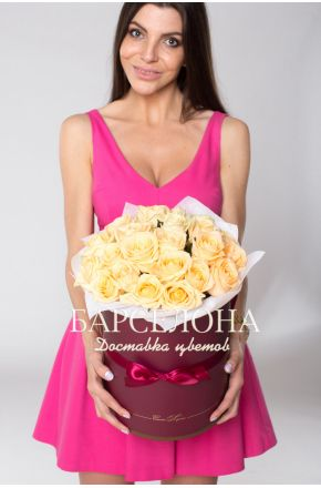 29 кремовых роз в шляпной коробке