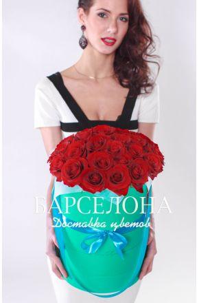 29 красных роз в бирюзовой шляпной коробке