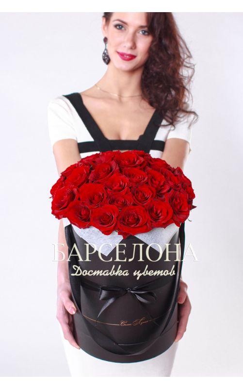 29 красных роз в черной шляпной коробке