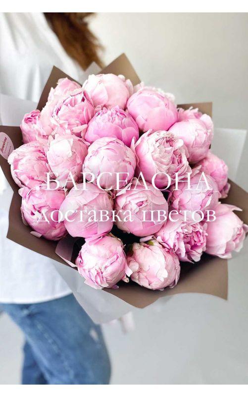 Букет из 17 розовых пионов Сара Бернар