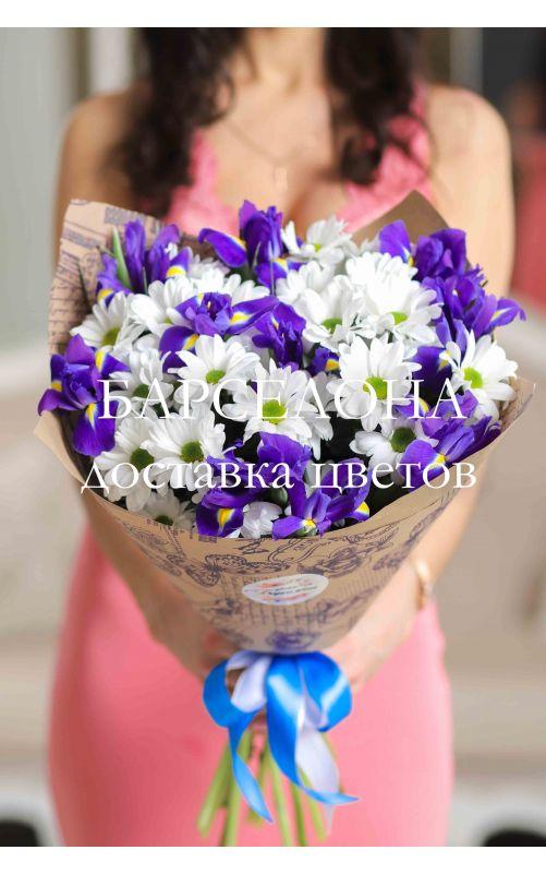Букет из ирисов и белых хризантем