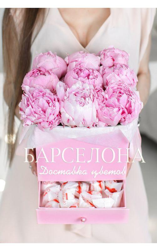Коробка из 9 розовых пионов с раффаелло