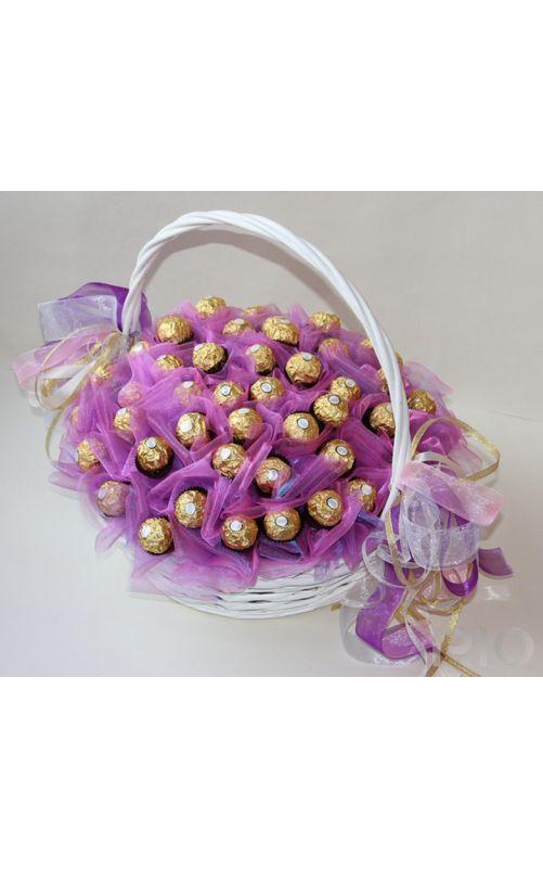 Букет в корзине из конфет