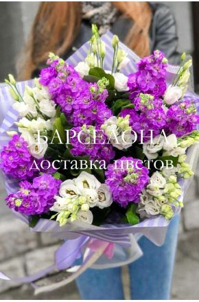 Букет из 10 фиолетовых маттиол и эустомы