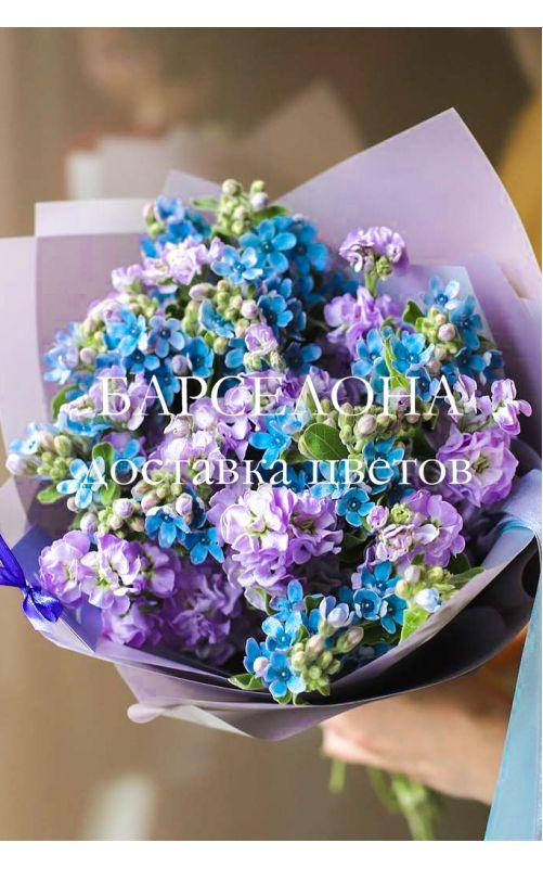 Букет из фиолетовой маттиолы и твидии