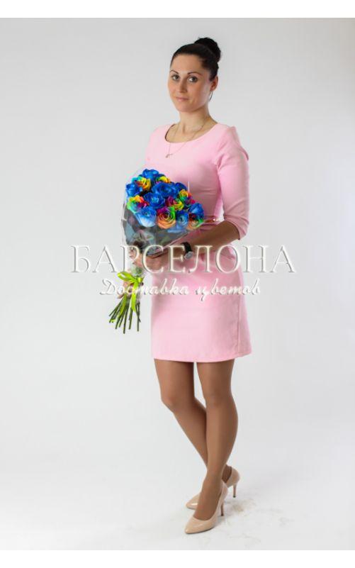 15 синих и радужных роз