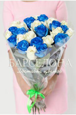 25 Синих и белых роз 50 см.