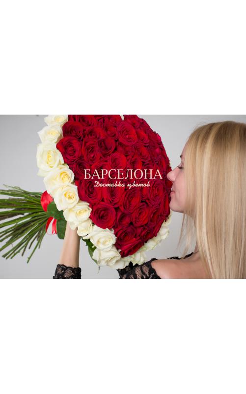 Сердце из 51 розы с окантовкой