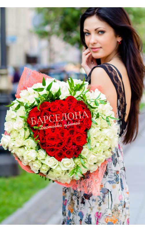 Сердце из цветов 60 cм.