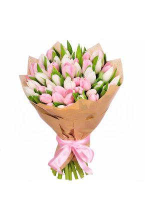 Букет из 25 белых и розовых тюльпанов