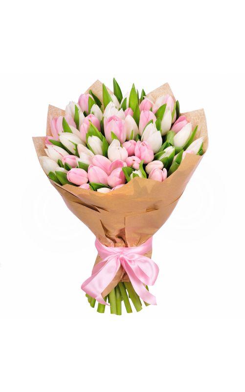 Букет из белых и розовых тюльпанов