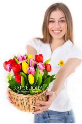 Корзина 25 тюльпанов